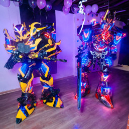 7. Шоу-программа: световое представление роботов трансформеров